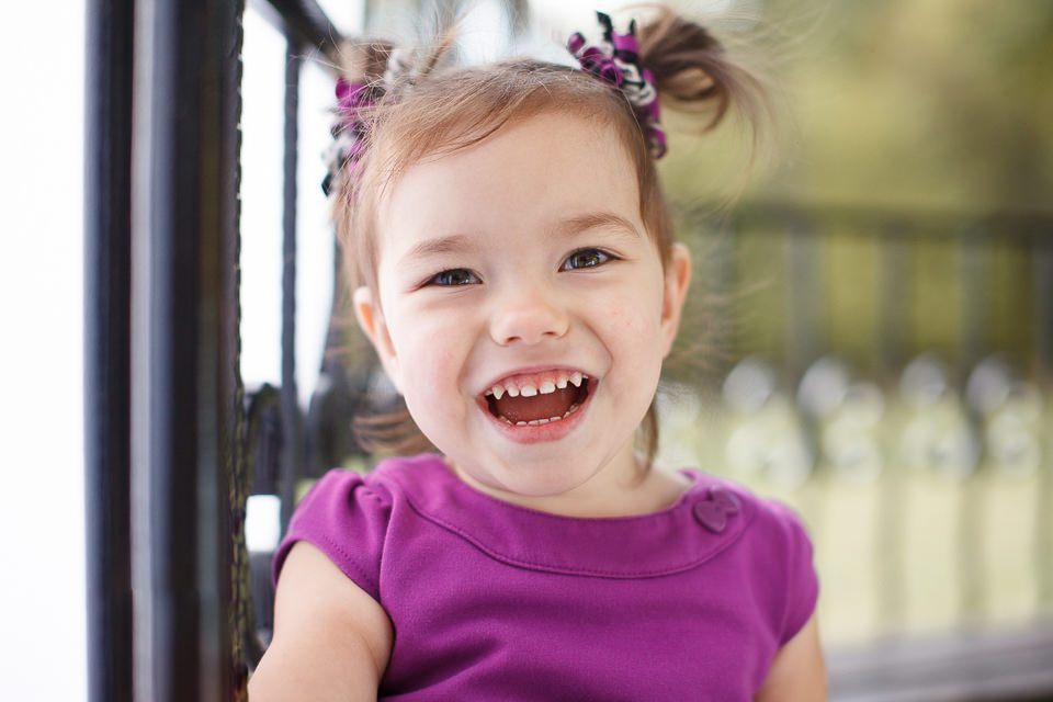 Фото улыбающейся девочки Софии