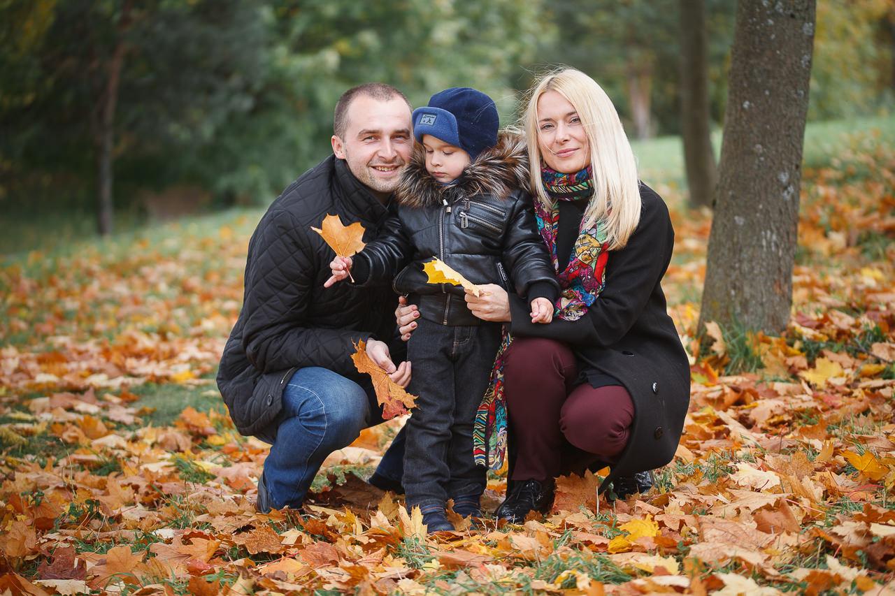 Семейная фотосъемка в осеннем парке