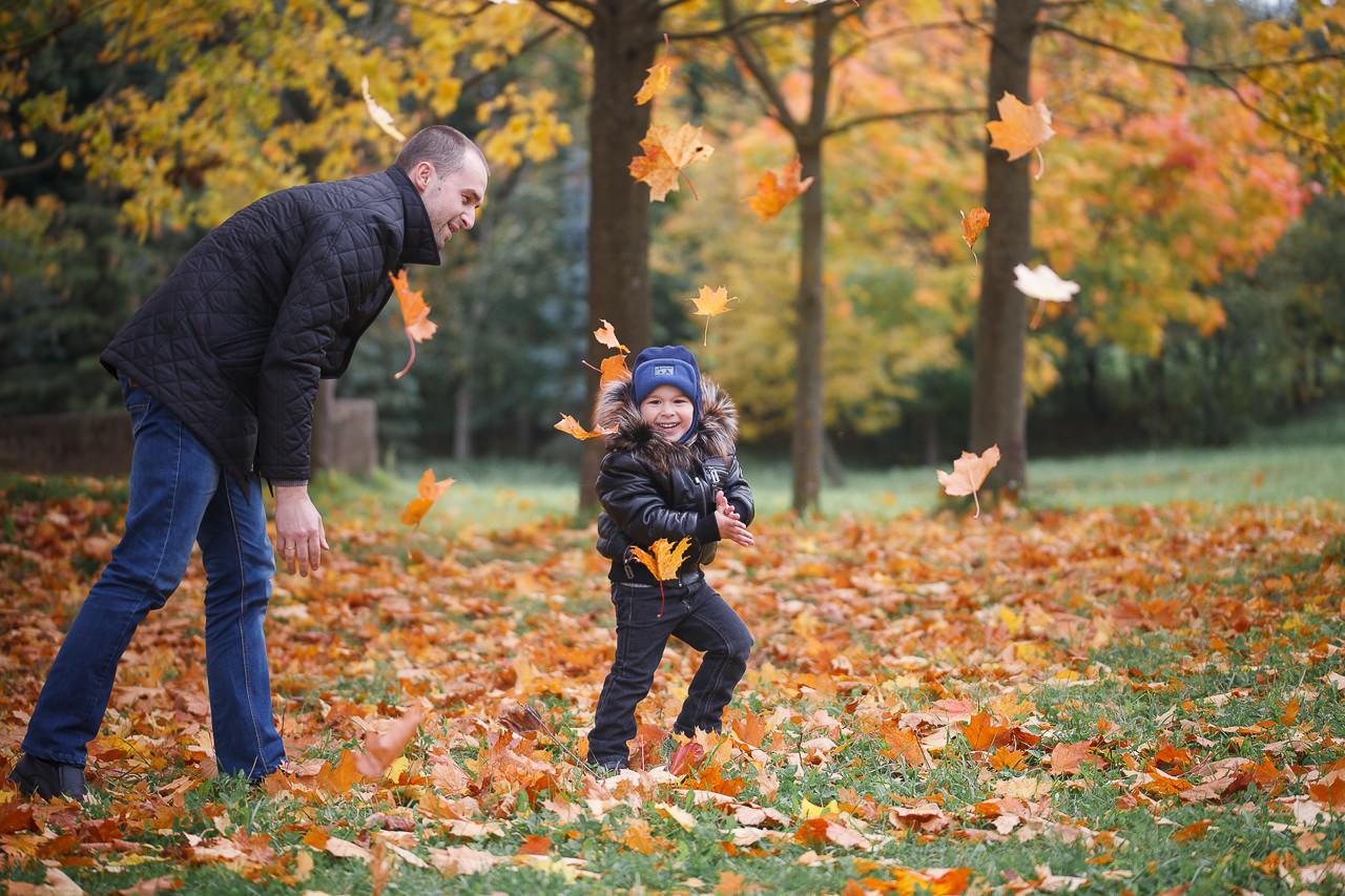 Фотосъемка для семьи в осеннем парке в Минске