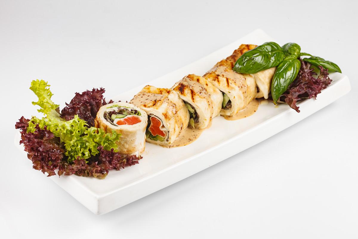 Фотография блюда на белом фоне