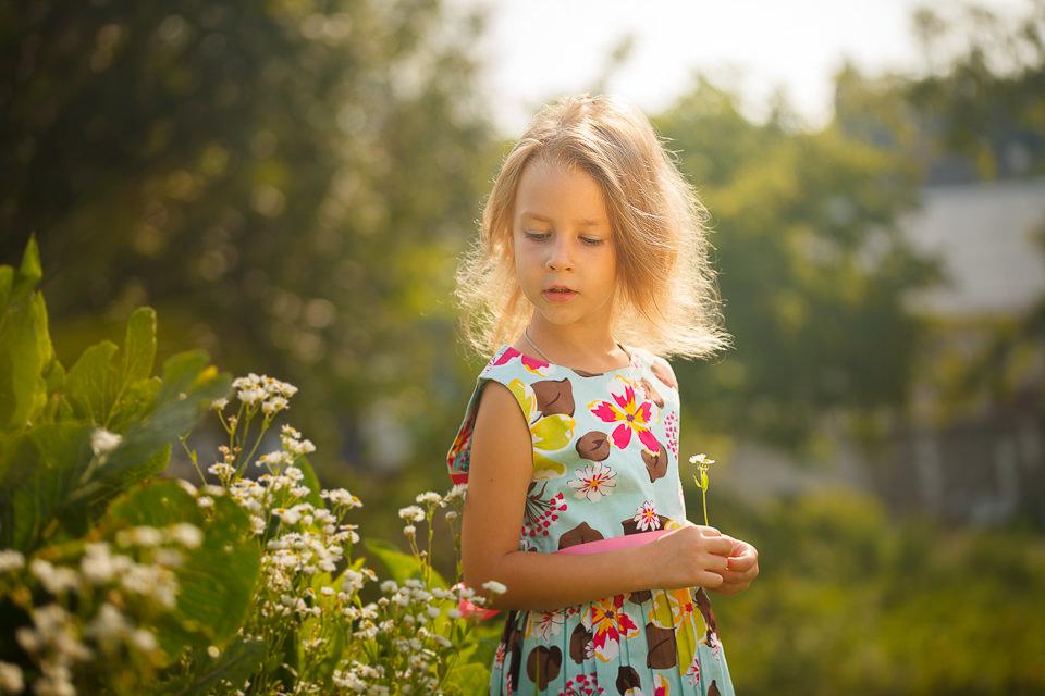 Проведение фотосессии для ребенка на открытом воздухе в естественных условиях