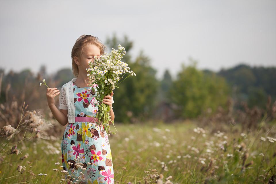 Фотосъемка Ульяны с букетом ромашек