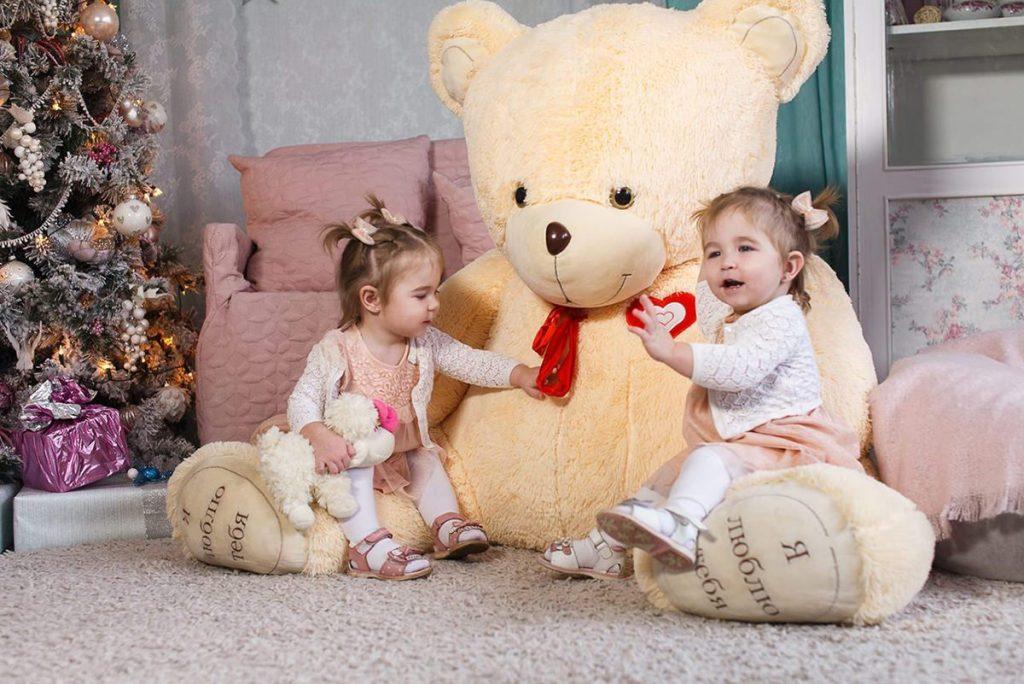 Новогодняя фотосессия для девочек близнецов в Минске