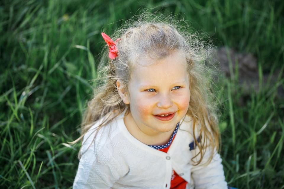 Фото улыбающегося ребенка