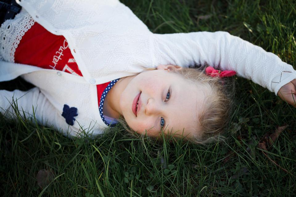 Фотосъемка ребенка в Лошицком парке в Минске