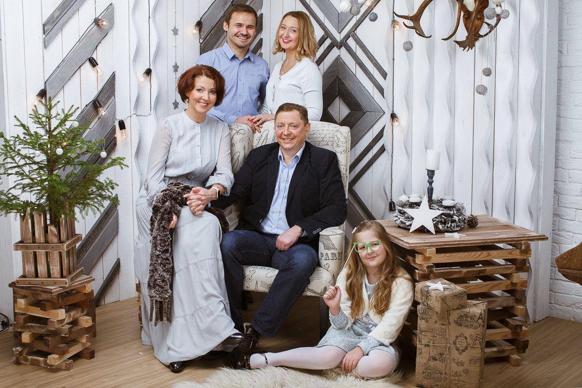 Семейная фотография в фотостудии