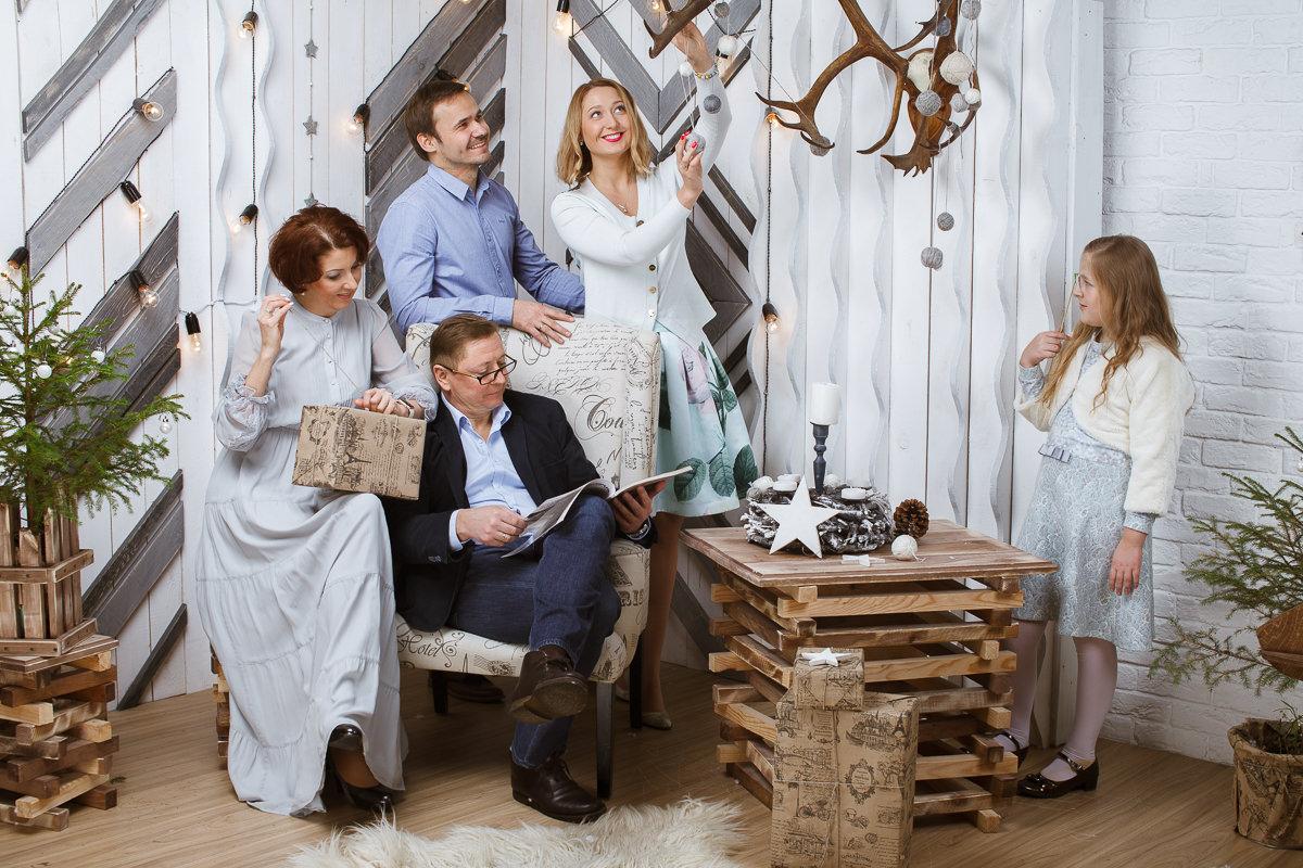 Семейной фото в праздничной атмосфере