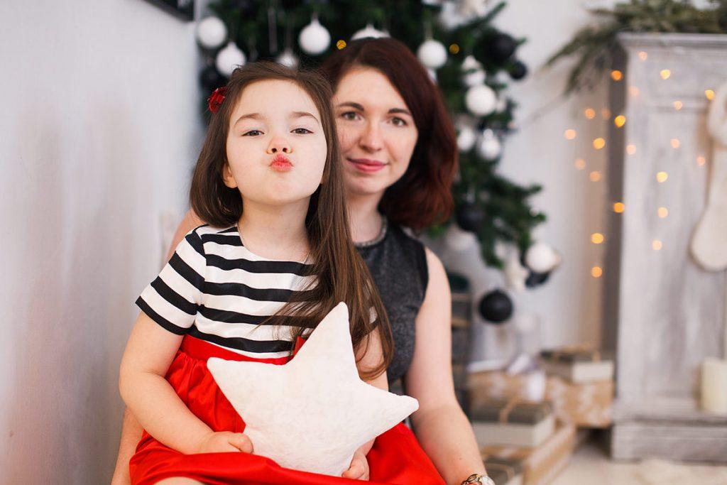 София и Маша в интерьерной фотостудии