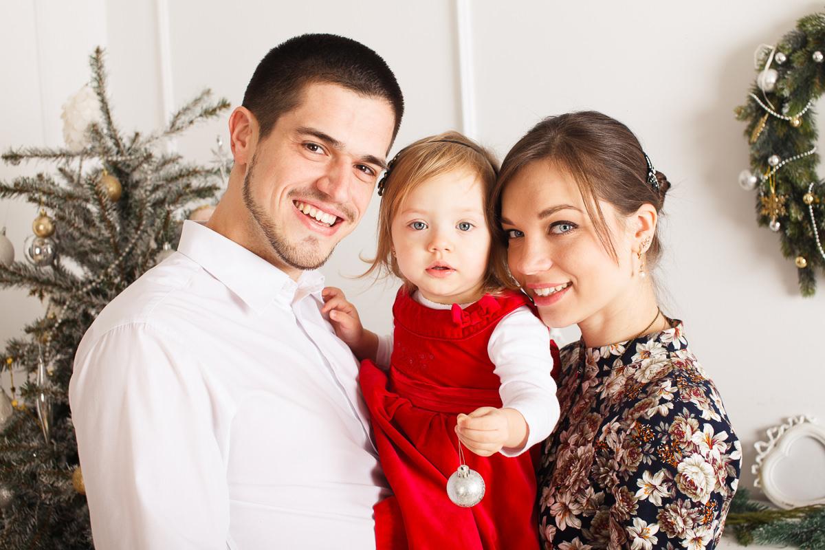 Фотосессия для семьи с ребенком в студии
