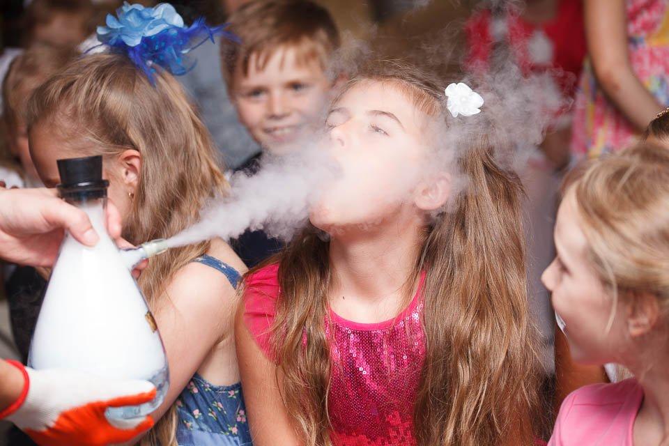 Фотосъемка детского праздника в ресторане - шоу химика