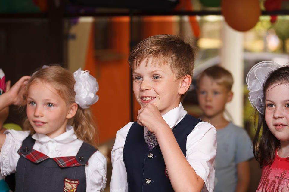 Фото мальчика на детском празднике в ресторане
