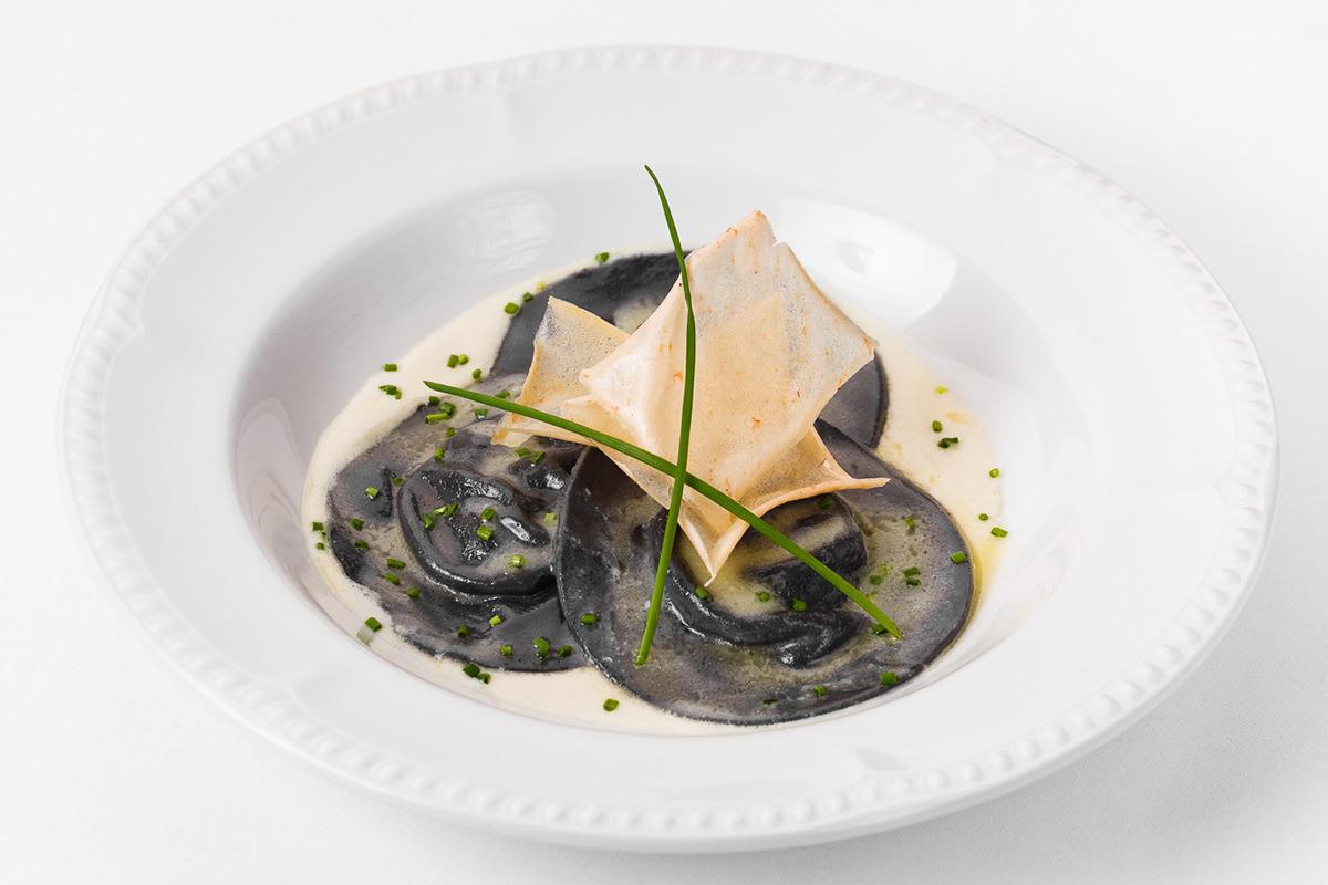 Фото блюда - черные равиоли