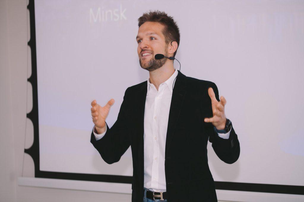 Выступление спикера на Facebook gaming workshop в Минске